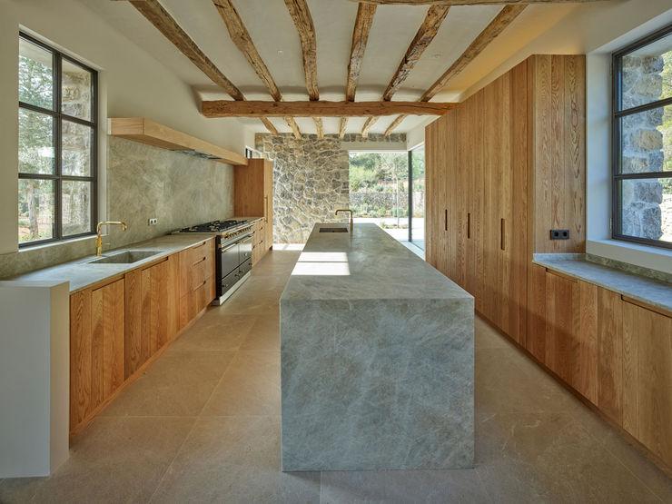Cocina y Patio de entrada deBM Arquitectura y Paisajismo Cocinas de estilo moderno