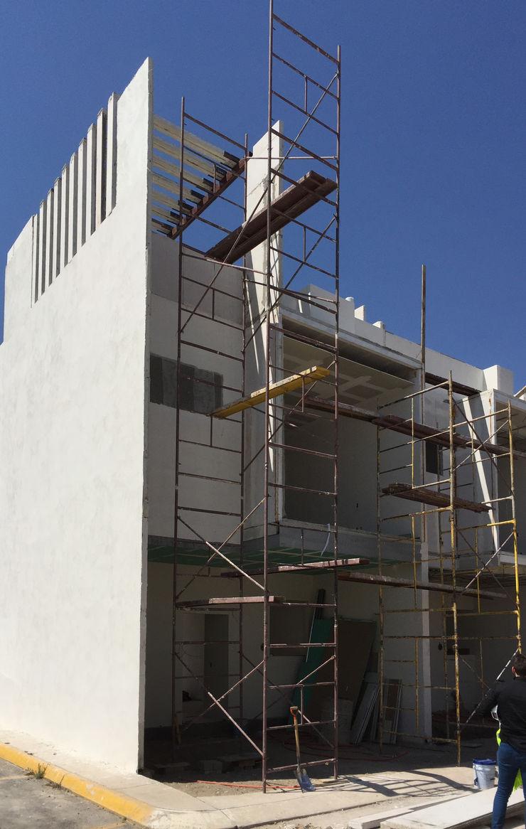 TIEMPO Arqcubo Arquitectos Casas modernas Concreto Blanco