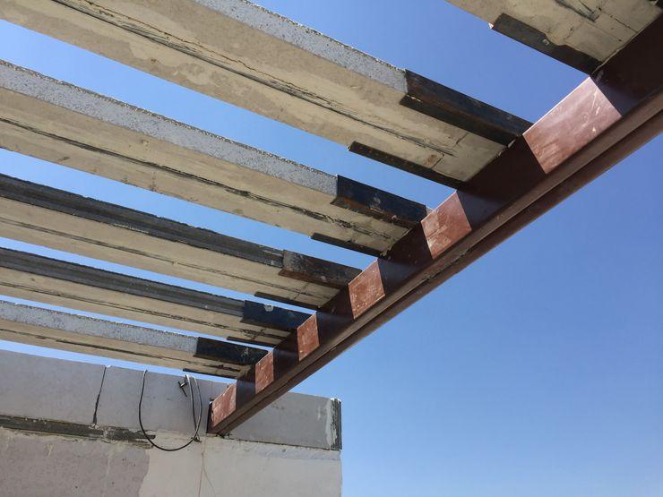 FACIL Arqcubo Arquitectos Balcones y terrazas modernos