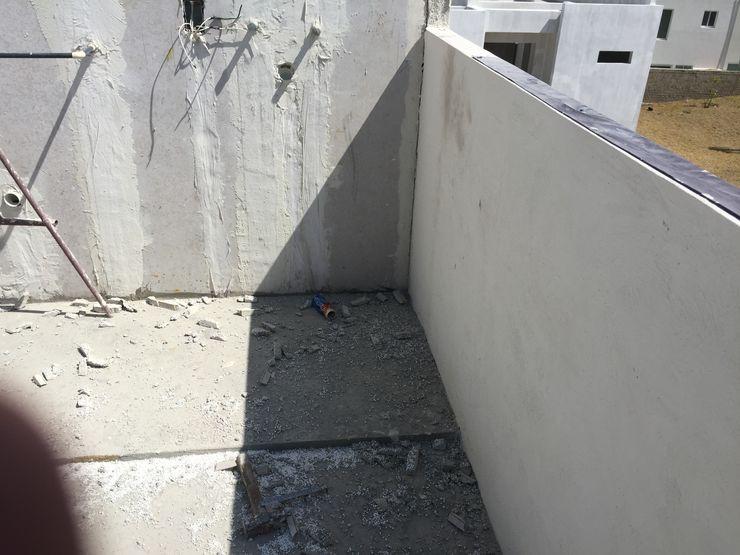 INSTALACIONES Arqcubo Arquitectos Balcones y terrazas modernos Concreto Blanco