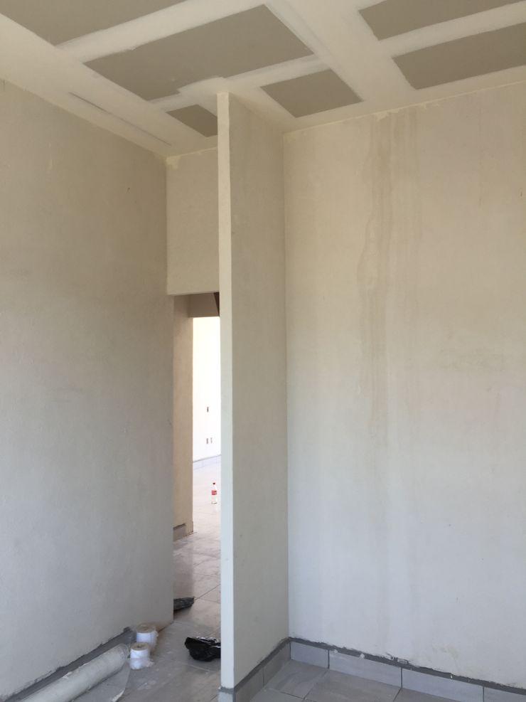 ALTURA Arqcubo Arquitectos Puertas de madera Concreto Blanco