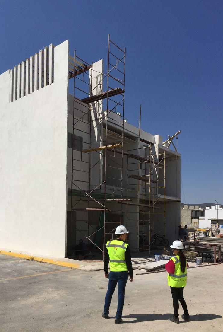 TERMINADA Arqcubo Arquitectos Casas prefabricadas Concreto Blanco