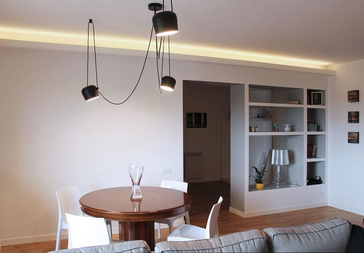 tavolo da pranzo piùottosei architettura Sala da pranzo moderna Bianco