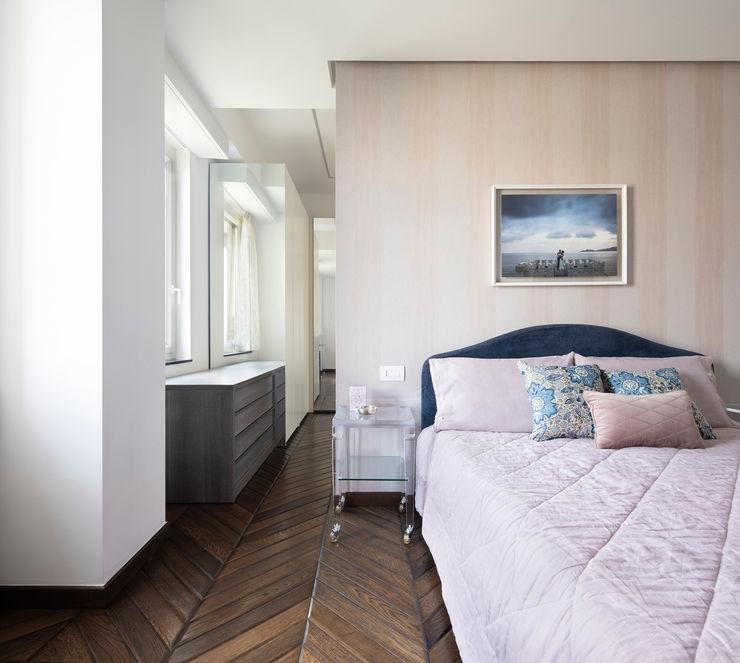 CASA C&C Andrea Orioli Camera da letto moderna Legno Beige