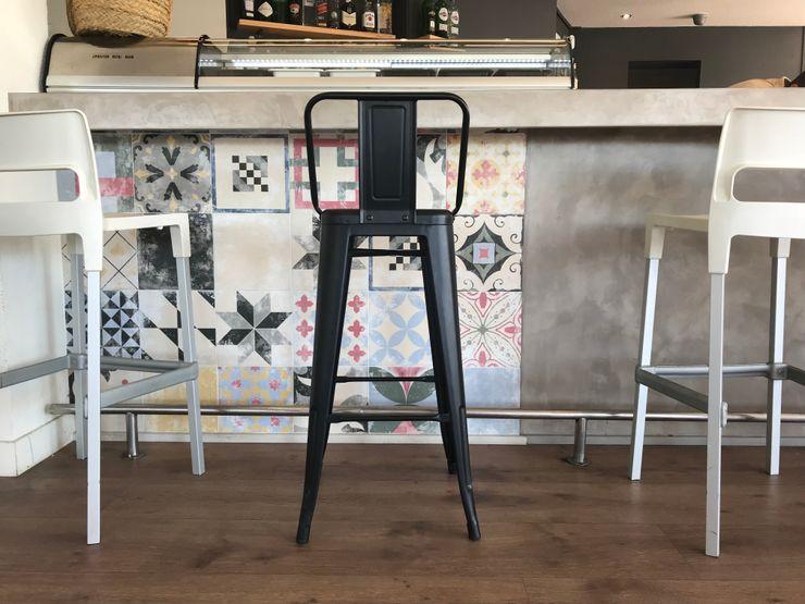 Cerámica multicolor en barra A interiorismo by Maria Andes Gastronomía de estilo mediterráneo Cerámico Multicolor