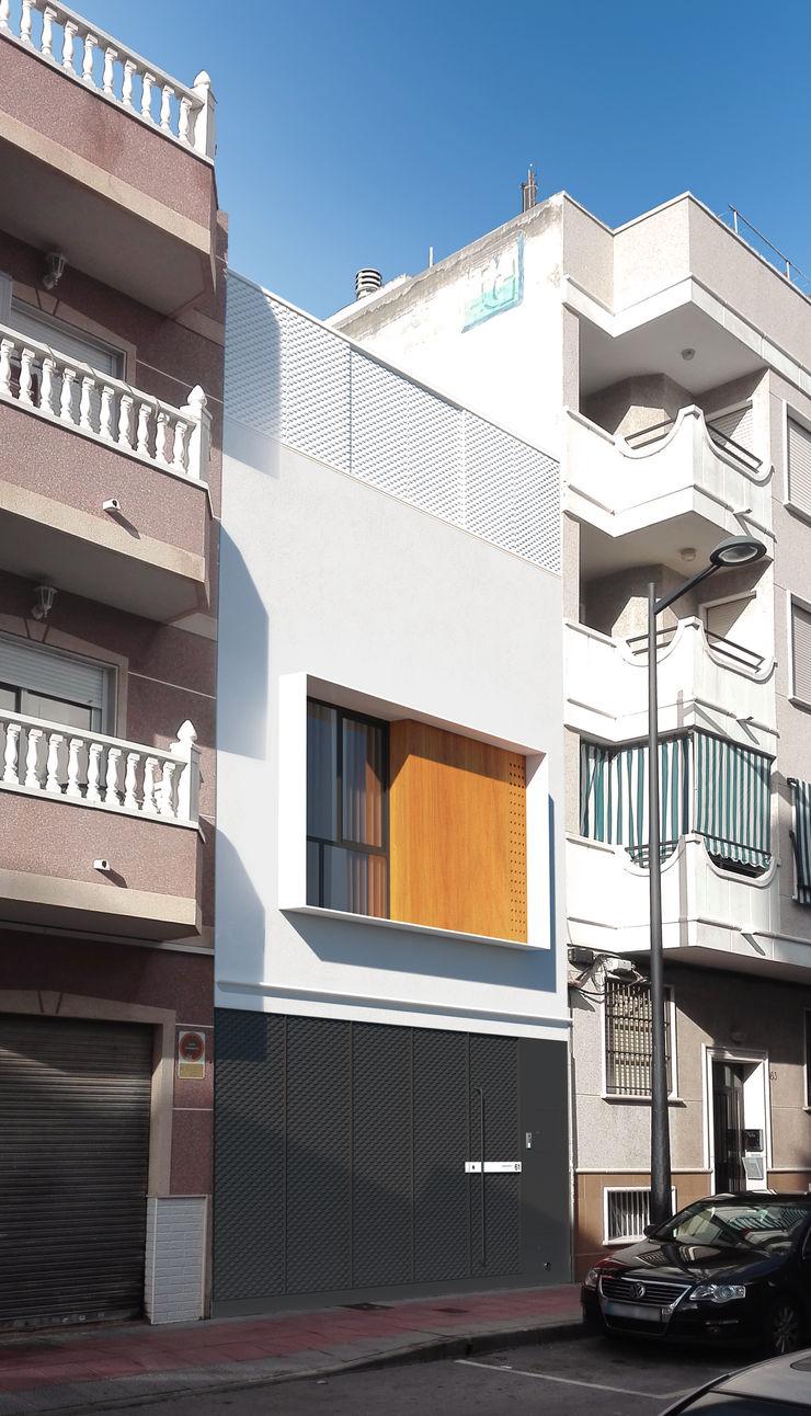 NUÑO ARQUITECTURA Terrace house Aluminium/Zinc White