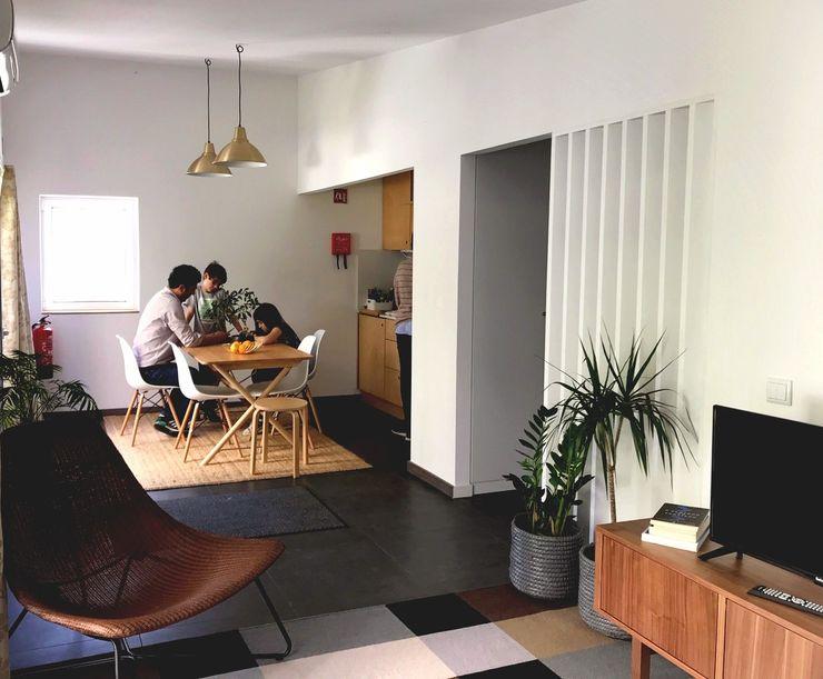 HUMA arquitetura モダンデザインの リビング