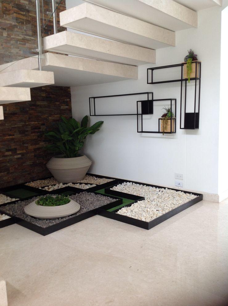 B-House by elvira Escadas Ferro/Aço Preto