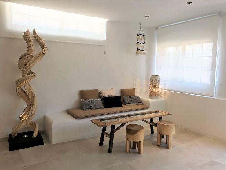 Pavimento de cerámica cementosa A interiorismo by Maria Andes Hoteles de estilo mediterráneo Cerámico Blanco