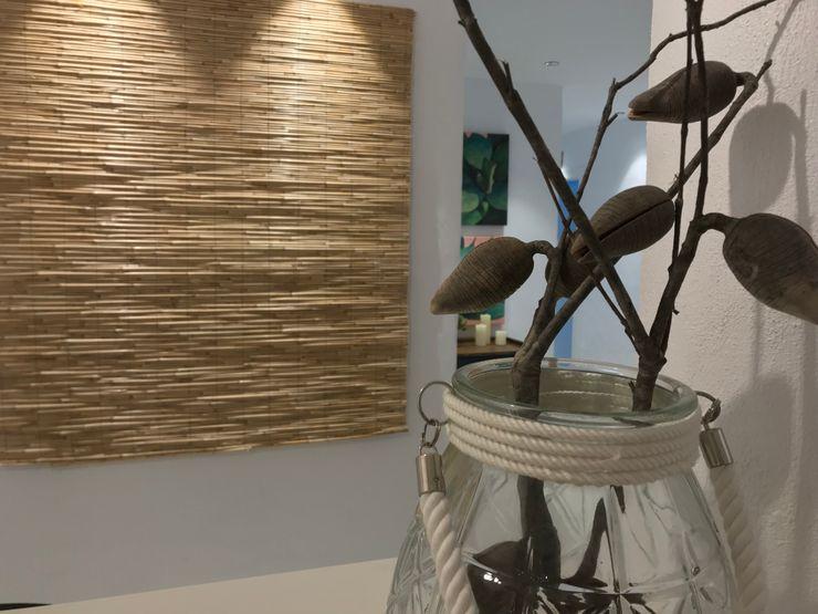 Detalle floral A interiorismo by Maria Andes Espacios comerciales de estilo mediterráneo Cerámico Blanco