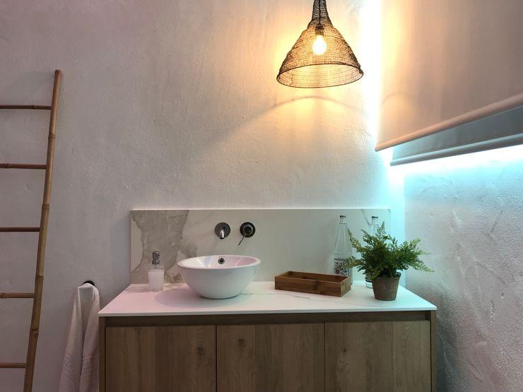 De inspiración tradicional A interiorismo by Maria Andes Espacios comerciales de estilo mediterráneo