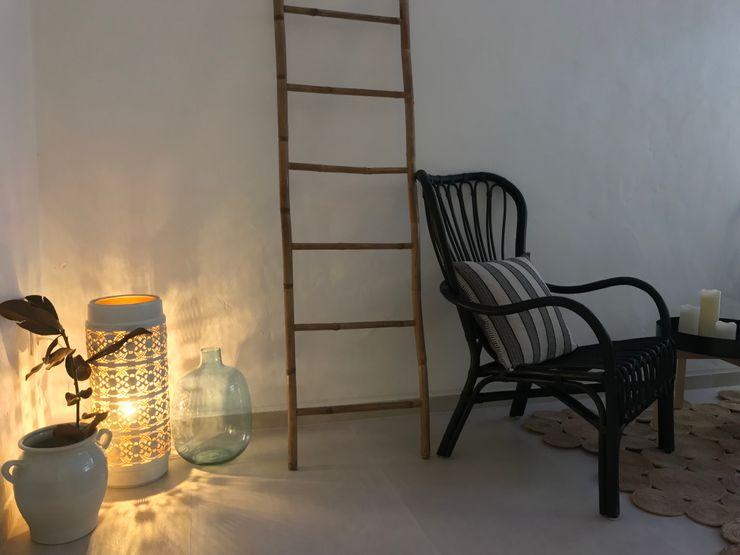 Mobiliario A interiorismo by Maria Andes Espacios comerciales de estilo mediterráneo Cerámico Blanco