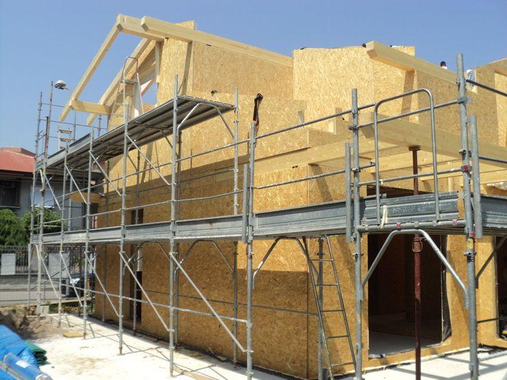 Casa in legno con struttura a Telaio (timber frame) BCL Bergamasca Costruzioni Legno Casa passiva Legno Bianco