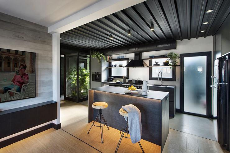 Egue y Seta Nhà bếp phong cách chiết trung