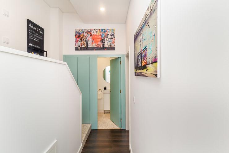 Fotorreportagem de Apartamento em Lisboa HOUSE PHOTO Corredores, halls e escadas modernos