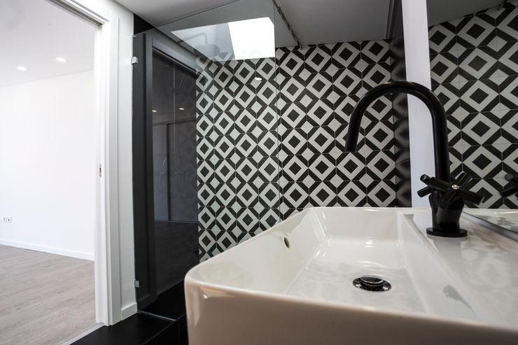 WC Piso 1 de Moradia unifamiliar - Silveira Torres, Vedras Decor-in, Lda Casas de banho modernas