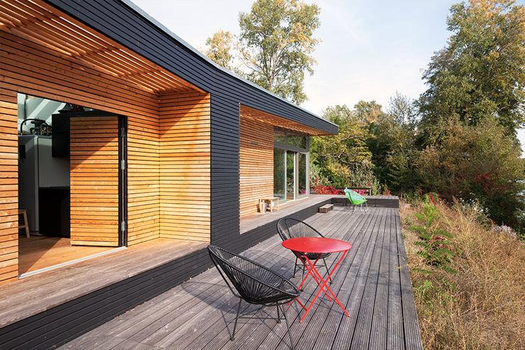 Sommerhaus PIU - Haus Lychen SOMMERHAUS PIU - YES WE WOOD Moderner Balkon, Veranda & Terrasse Holz