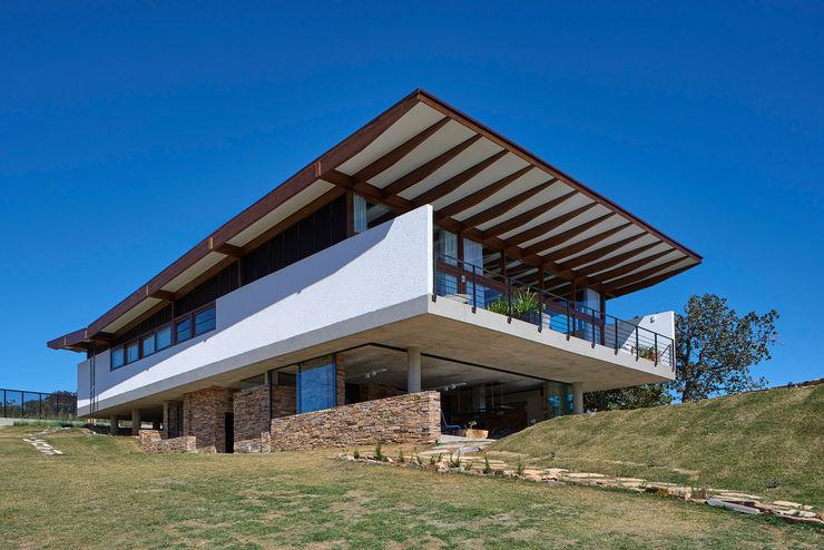 Casa na Serra do Cipó TETRO ARQUITETURA Telhados
