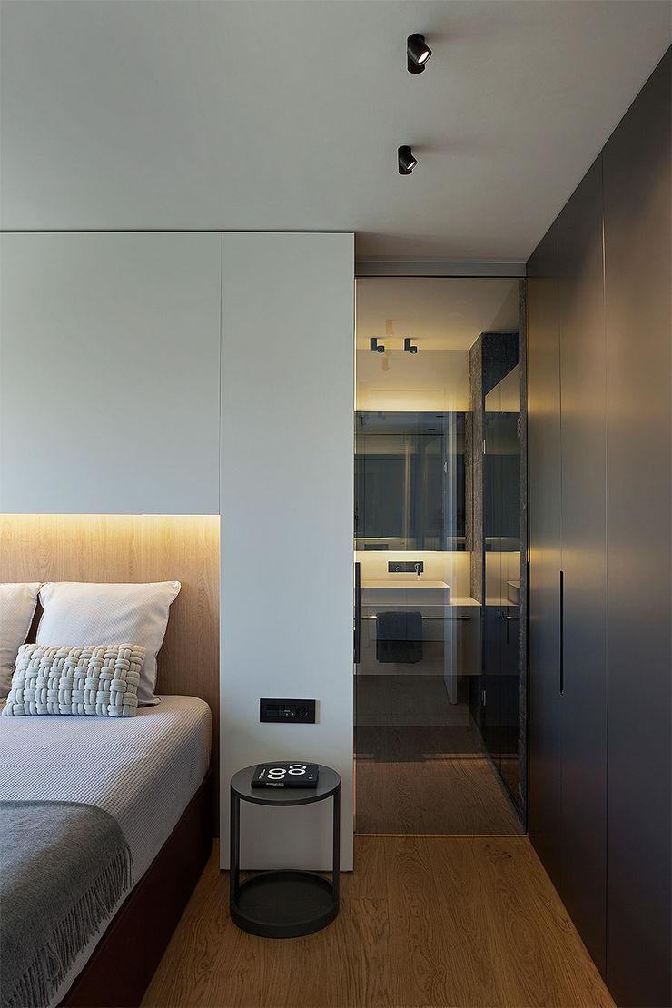 Dormitorio principal con la entrada al baño MANUEL GARCÍA ASOCIADOS Dormitorios de estilo moderno