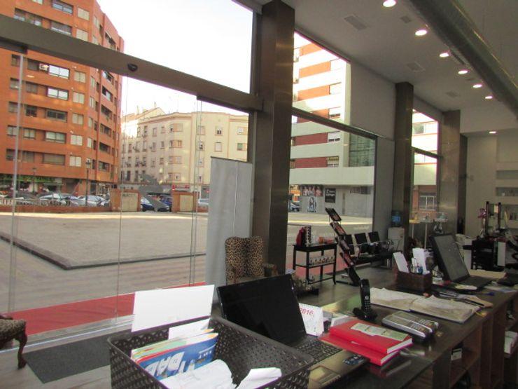 REFORMA INTEGRAL DE LOCAL COMERCIAL EN PLANTA BAJA PARA CENTRO DE ESTÉTICA OCTANS AECO Oficinas y tiendas de estilo moderno
