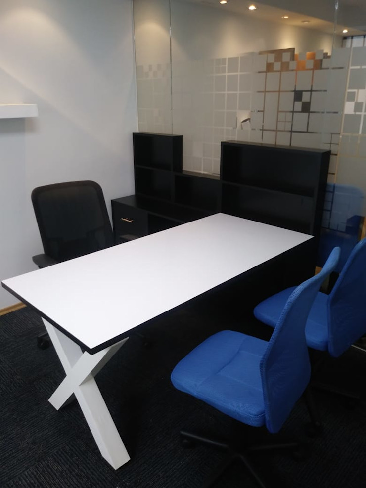 Escritorio Oficina SENZA SPAZIO STUDIO Oficinas y tiendas Madera Blanco