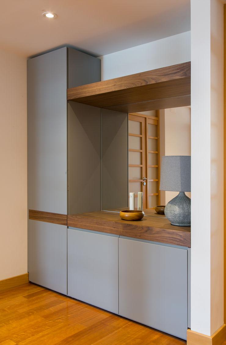 Traço Magenta - Design de Interiores Pasillos, vestíbulos y escaleras modernos