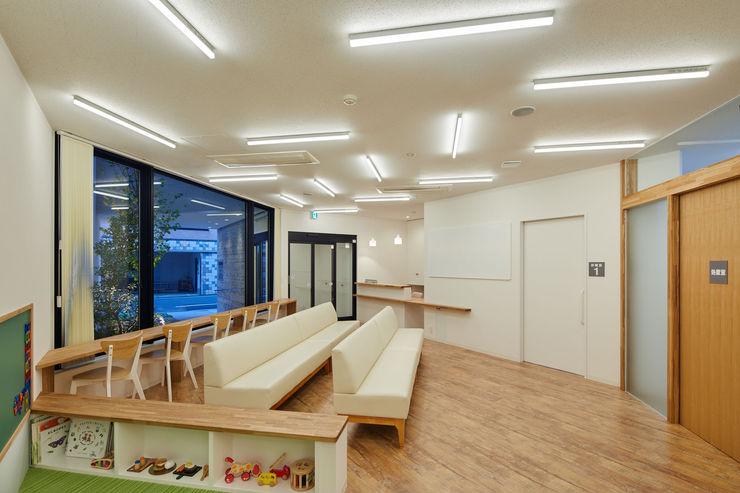 向山建築設計事務所 Modern study/office