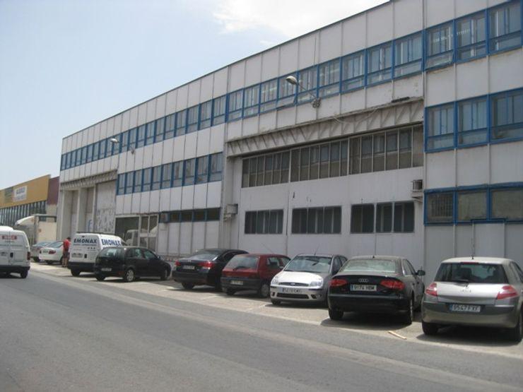 Rehabilitacion de fachada OCTANS AECO Estudios y despachos de estilo moderno