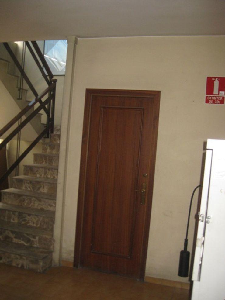 Hall escalera Estado inicial OCTANS AECO Estudios y despachos de estilo moderno