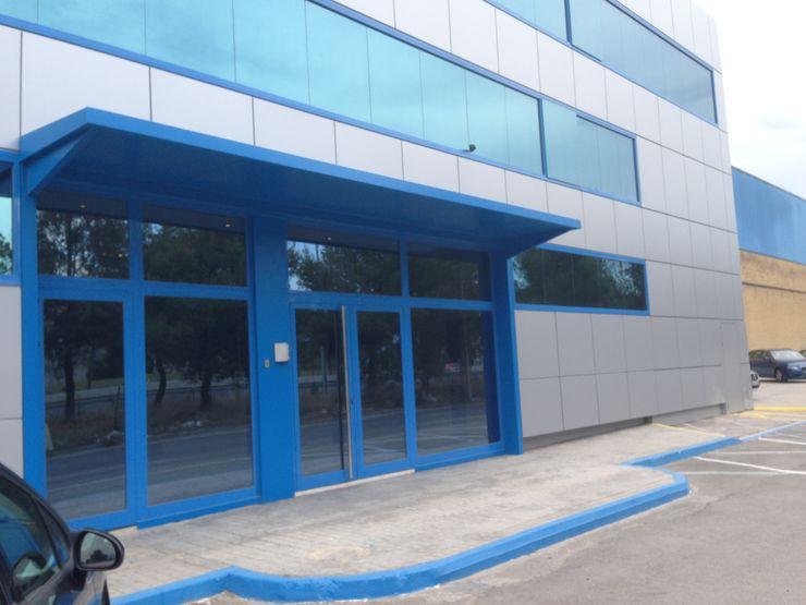 Hall principal de entrada ejecutado OCTANS AECO Estudios y despachos de estilo moderno