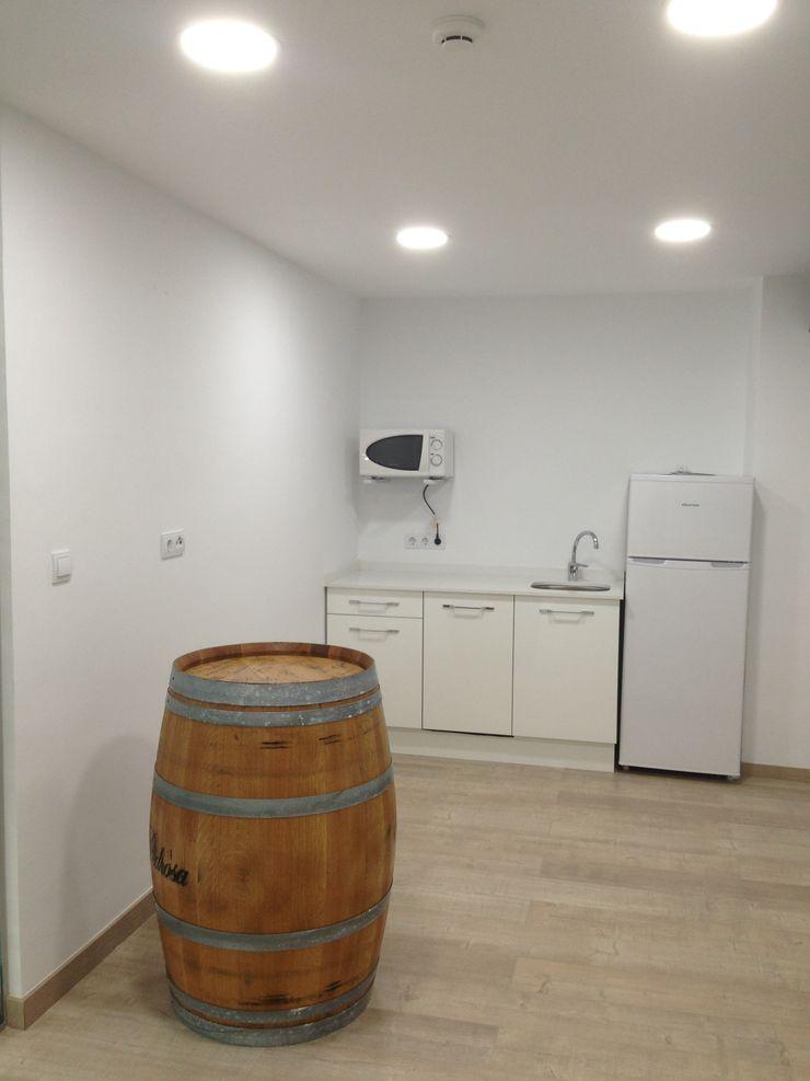 Reforma de oficinas acabada OCTANS AECO Estudios y despachos de estilo moderno