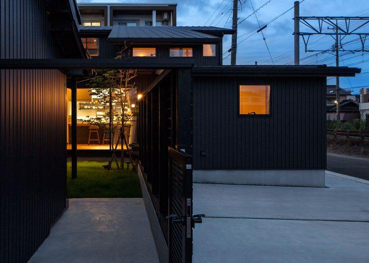 小栗建築設計室 Mehrfamilienhaus Schwarz
