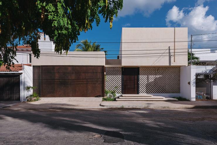FACHADA FRONTAL Enfase Arquitectura Convergente Casas modernas