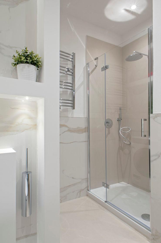 This is my bathroom Luca Bucciantini Architettura d' interni Bagno minimalista