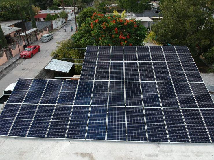 KB Solar オフィススペース&店 ガラス 青色