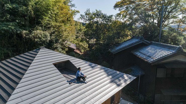 森のすみか 屋根の上で森を感じる 株式会社 森本建築事務所 寄棟造 金属 灰色