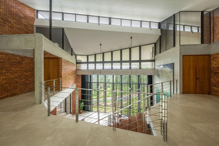 Atrium space MJ Kanny Architect Tropical style corridor, hallway & stairs