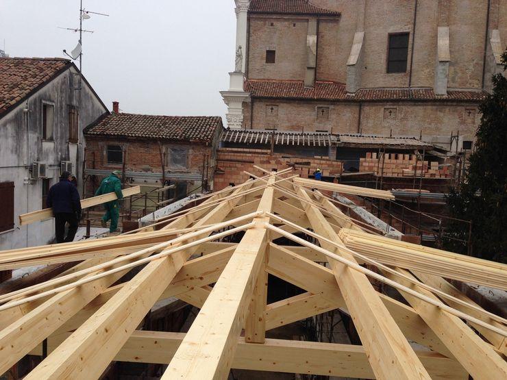 Studio di Architettura Massimiliano Furini Gable roof Solid Wood Brown
