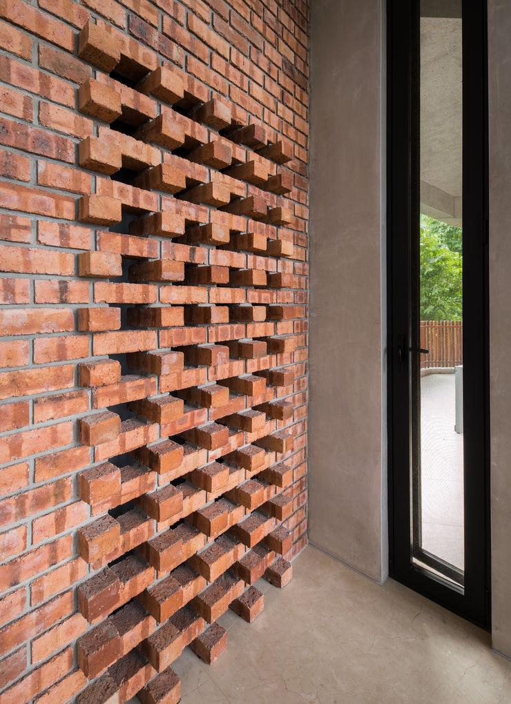 Wind chimney slots MJ Kanny Architect Tropical style corridor, hallway & stairs