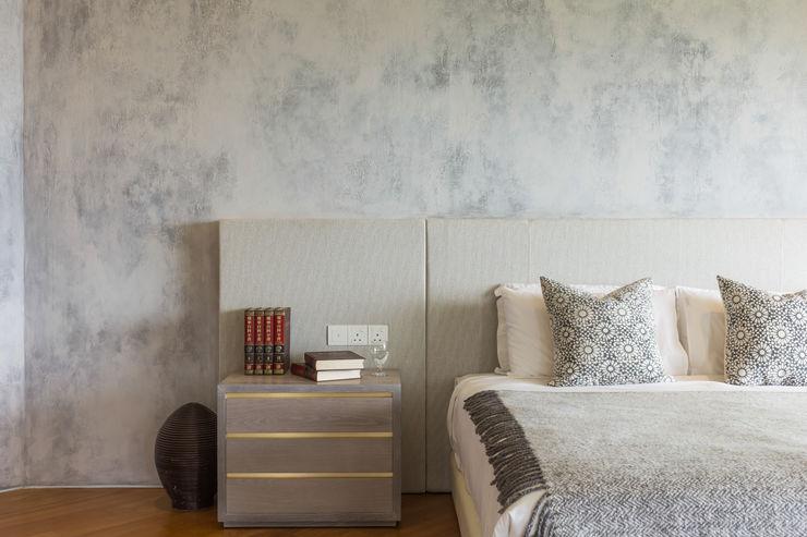 Masterbedroom MJ Kanny Architect Tropical style bedroom
