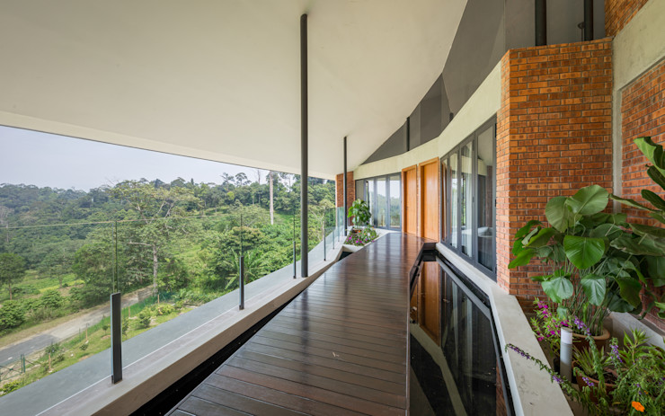 Outdoor water feature MJ Kanny Architect Tropical style corridor, hallway & stairs
