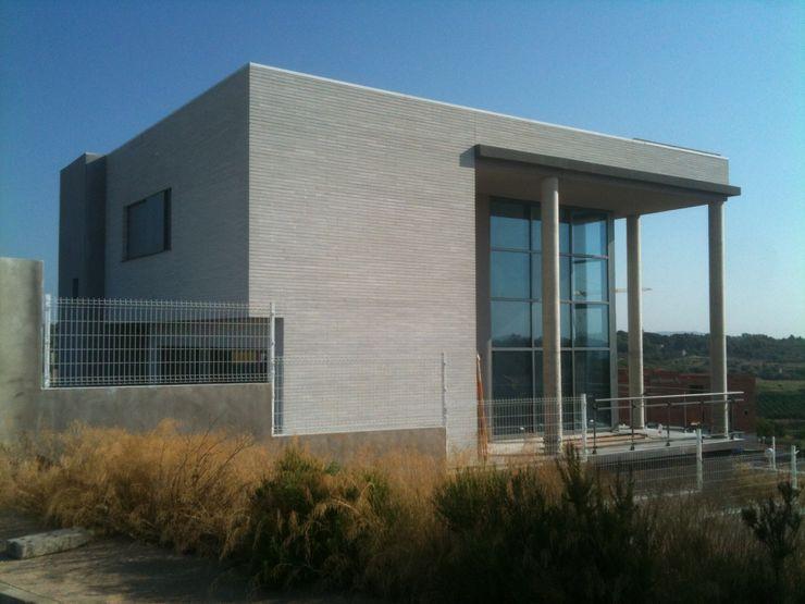 Vista exterior oeste OCTANS AECO Casas de estilo moderno