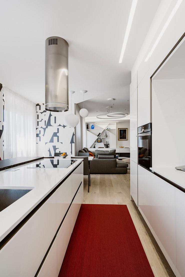 Una moderna fermata del tram Annalisa Carli Cucina attrezzata Vetro Bianco
