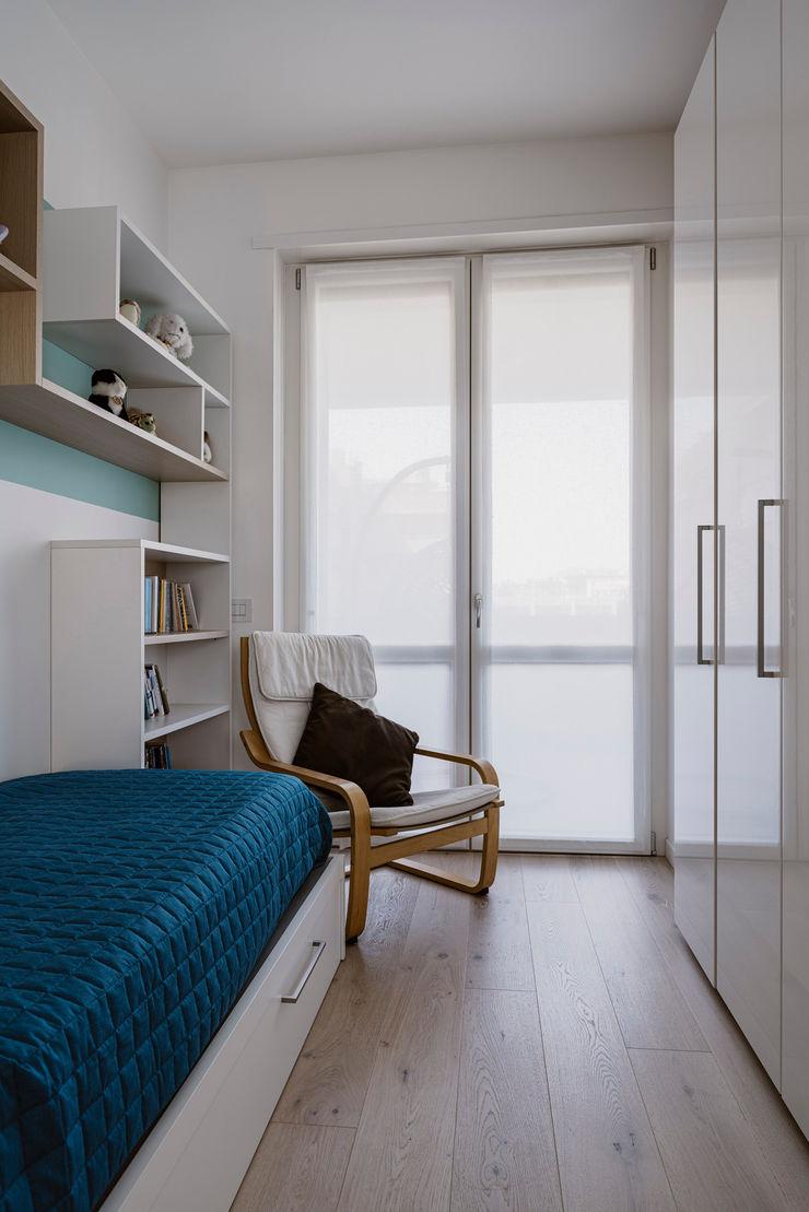 Una moderna fermata del tram Annalisa Carli Camera da letto piccola Legno Bianco