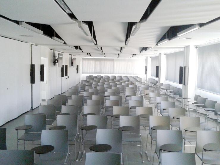 Vista interior de la Sala multiusos de difusión I+D+i OCTANS AECO Salas multimedia de estilo industrial