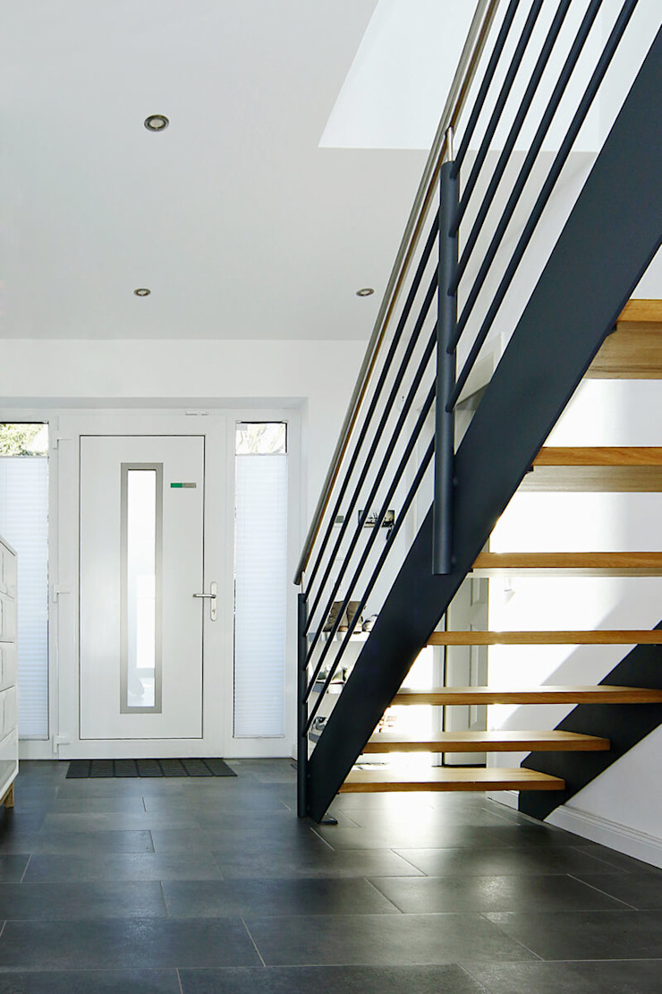 STREGER Massivholztreppen GmbH Modern Corridor, Hallway and Staircase Iron/Steel
