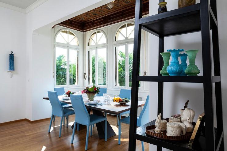 Villa Carmen - Sala da pranzo con bow window BC INTERIOR PHOTOGRAPHY - FOTOGRAFIA DI INTERNI E IMMOBILIARE Sala da pranzo in stile classico Legno Turchese