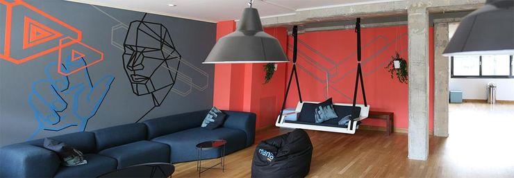 Hängebank DE VOLÉE Pool22.Design Geschäftsräume & Stores Metall Weiß