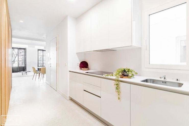 Ambientar cocina para venta Theunissen Staging y Decoración SL Cocinas de estilo ecléctico
