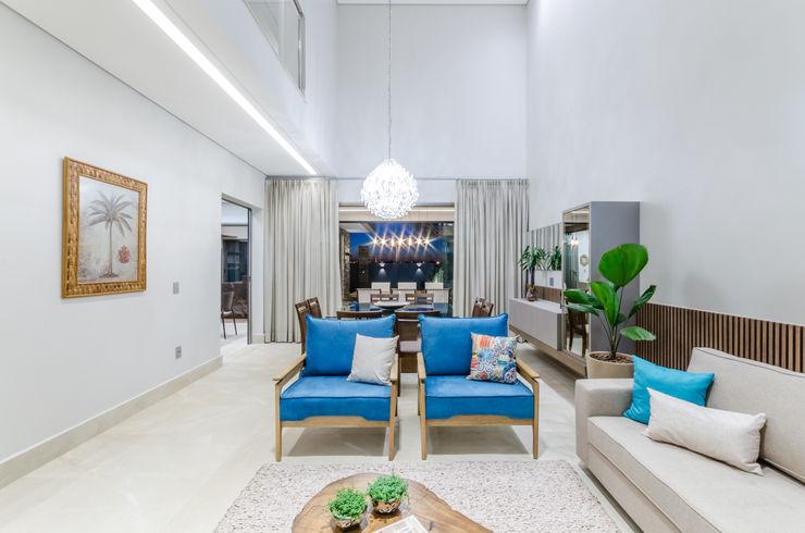 Manuela Godoy arquitetura e interiores Soggiorno in stile rustico Legno massello Blu